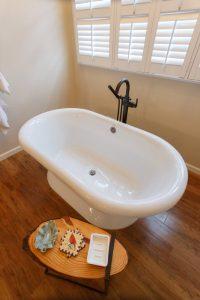 Angled-view-of-tub