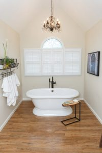Closer-up-view-of-tub